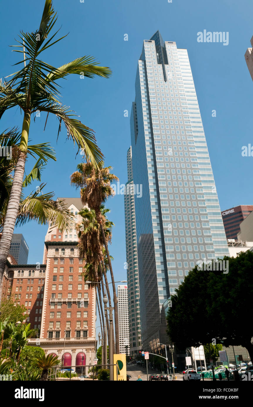 The 52-story Gas Company Tower skyscraper on Bunker Hill opposite the 1923 Millennium Biltmore Hotel - Stock Image