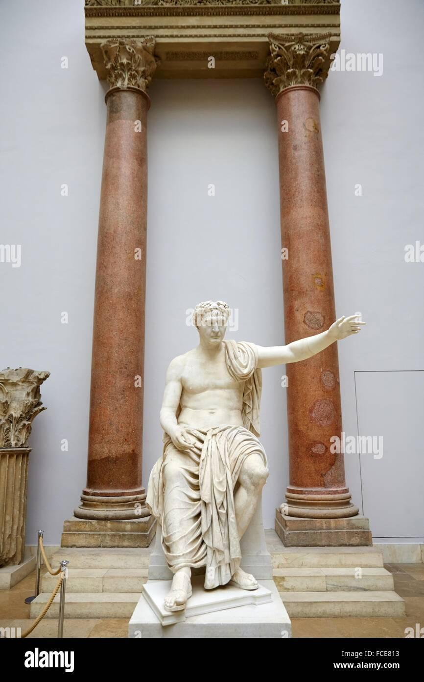 Sitzstatue Eines Römischen Kaisers, Reconstruction of The Market Gate of Miletus, Pergamon Museum, Berlin, - Stock Image