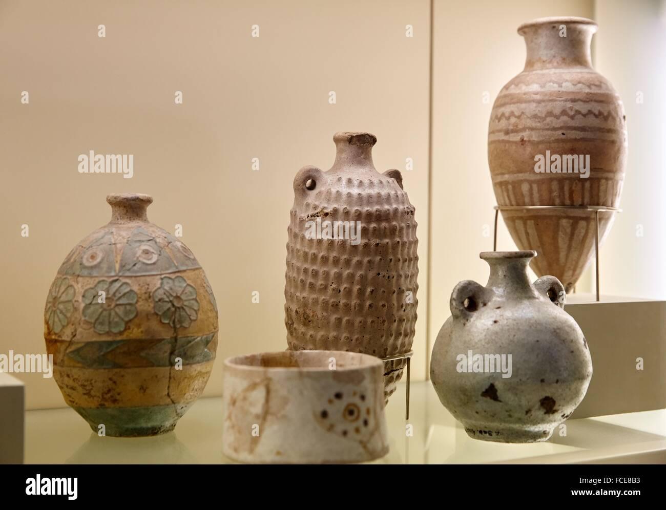 Farbig glasierte GefŠ§ gebrannter Ton, Babylon, Pergamon Museum, Berlin, Germany. - Stock Image