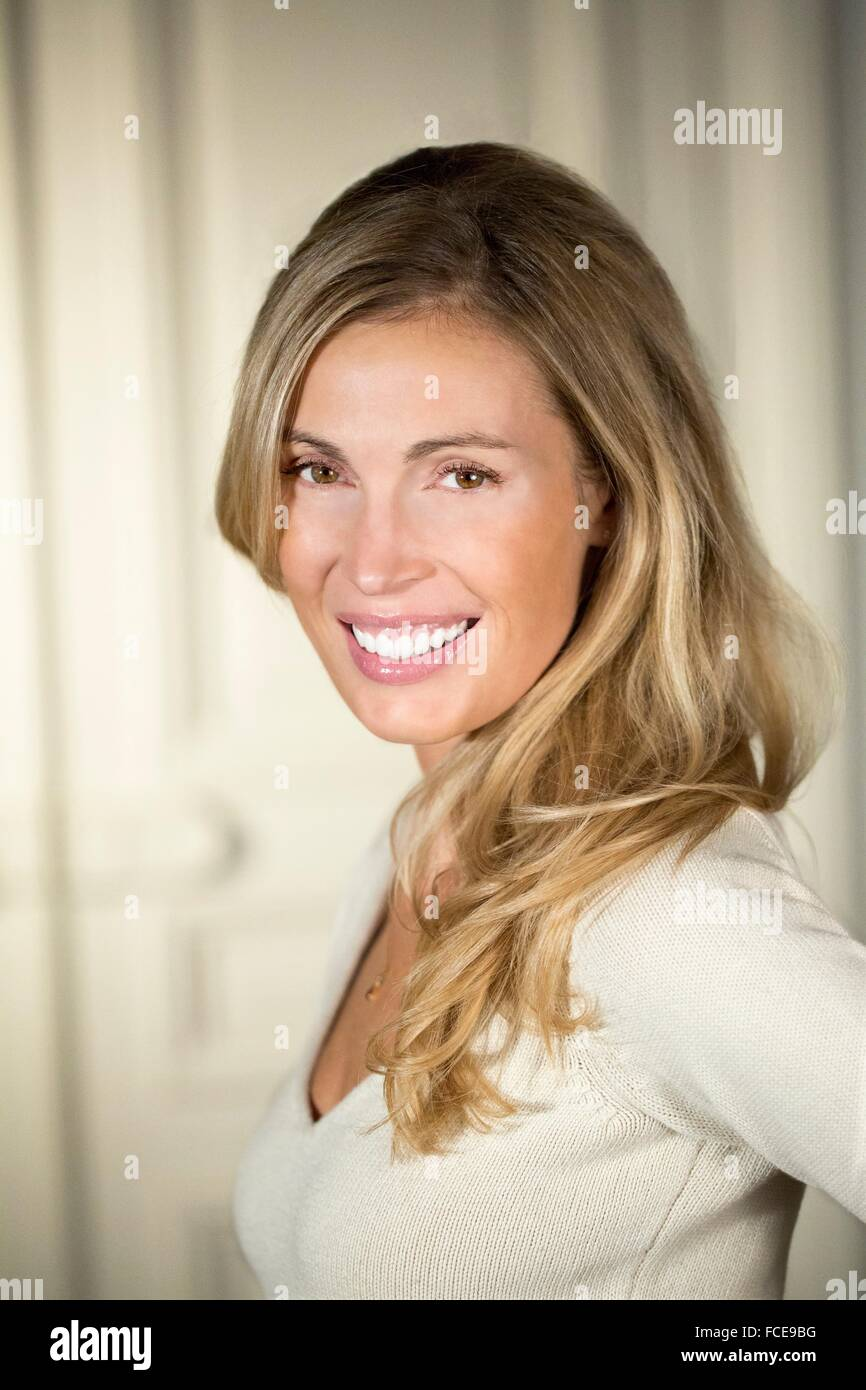 Close-up of young woman smiling - Stock Image