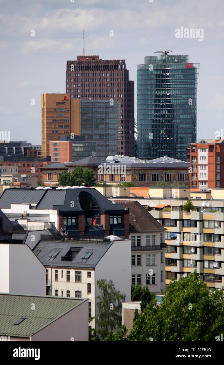 Luftbild: die Hochhaeuser vom Potsdamer Platz, Berlin-Kreuzberg. - Stock Image
