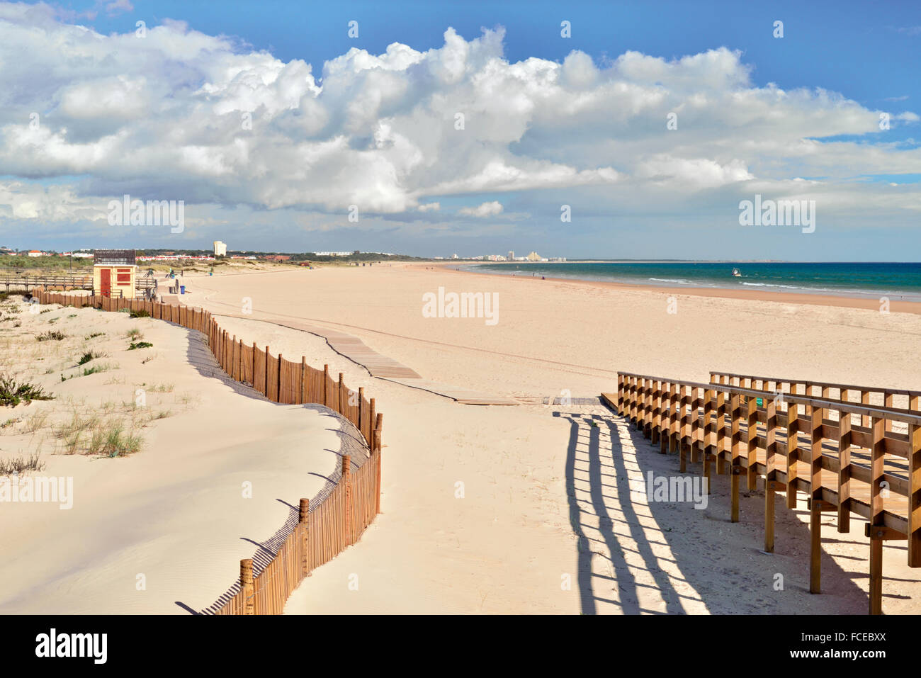 Portugal, Algarve: Wide sand beach without people in Manta Rota - Stock Image