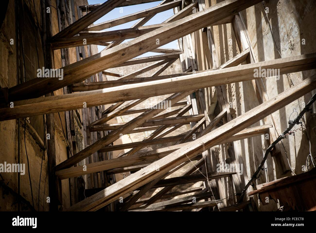 Shoring between two buildings on a street in the Medina of Fez. Fes, Historic City, Heritage, Morocco, Africa - Stock Image