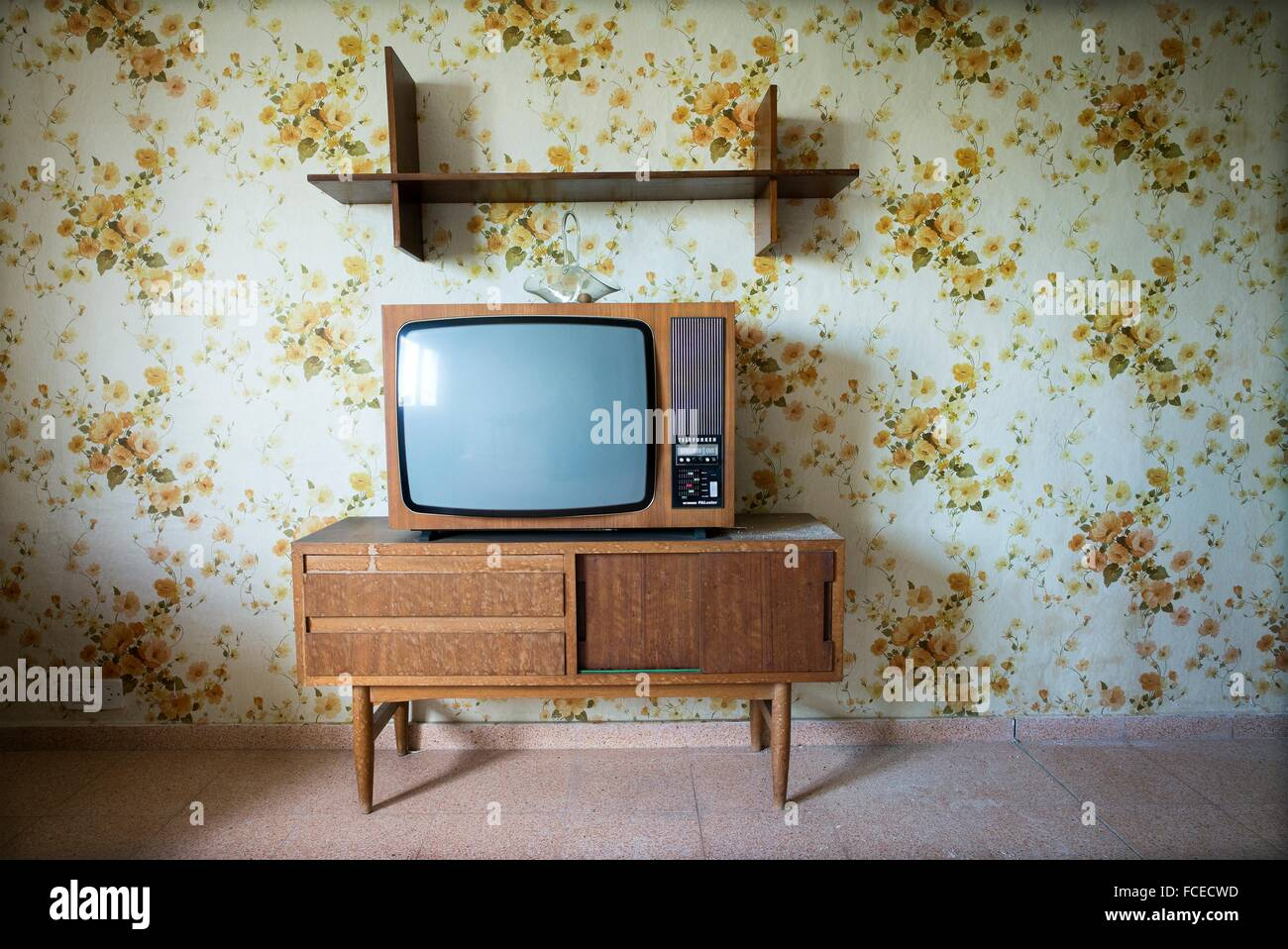 vintage living room with a floral wallpaper in the wall and ta vintage FCECWD