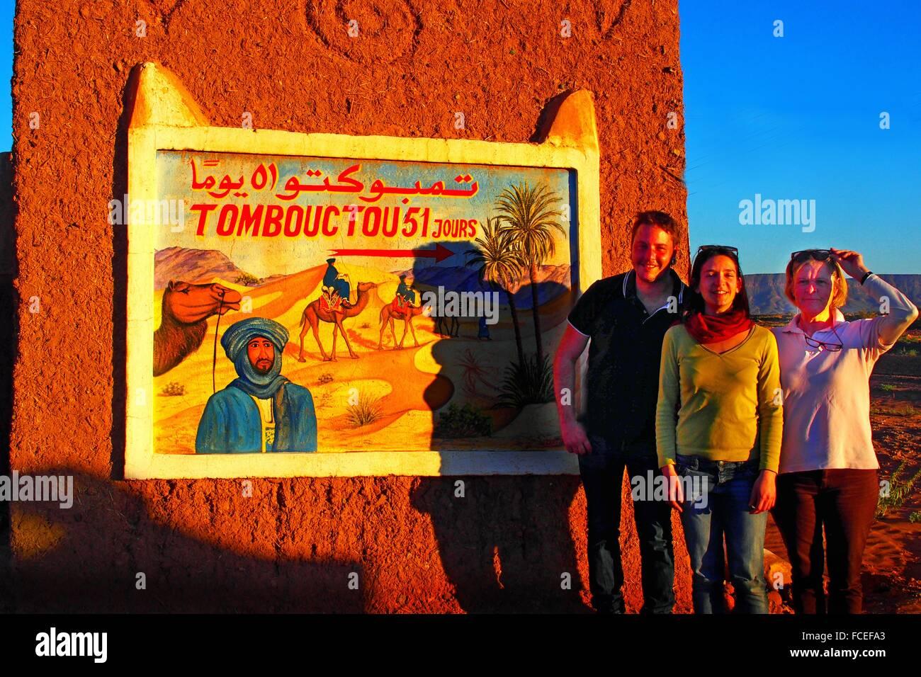 Tourists at the door of the Sahara desert, at Tinfou, 51 days from Timbuktu on camel back, Zagora province, Morocco - Stock Image