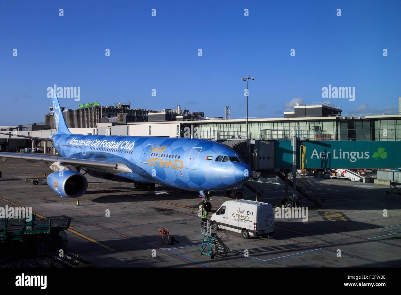 etihad air aircraft airline plane dublin airport - Stock Image