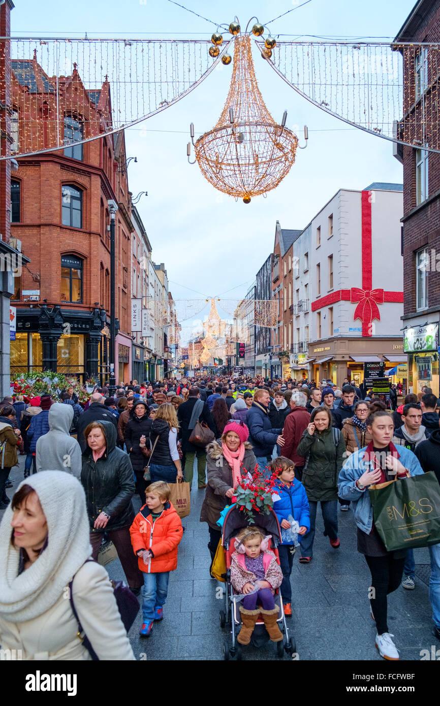 large crowd people shoppers grafton street dublin - Stock Image