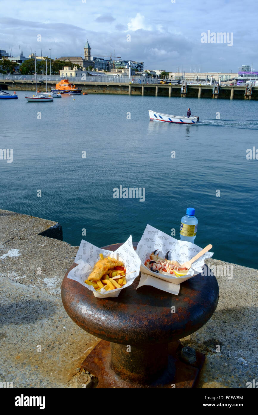 lunch al fresco outside fish chips harbour harbor - Stock Image