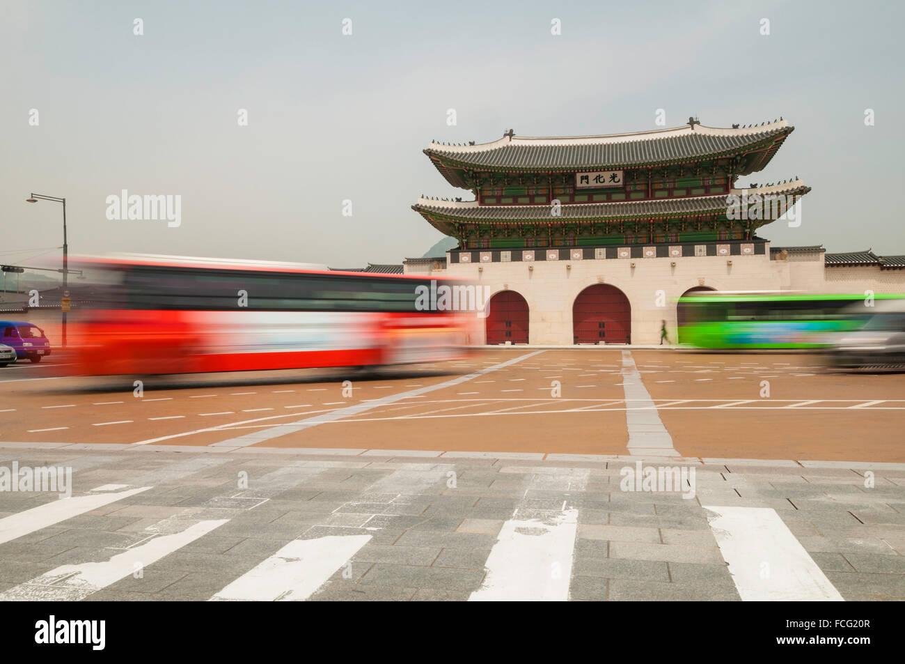 Gwanghwamun, main gate, with motion blur traffic, Gyeongbokgung Palace, Jongno-gu, Seoul, South Korea Stock Photo