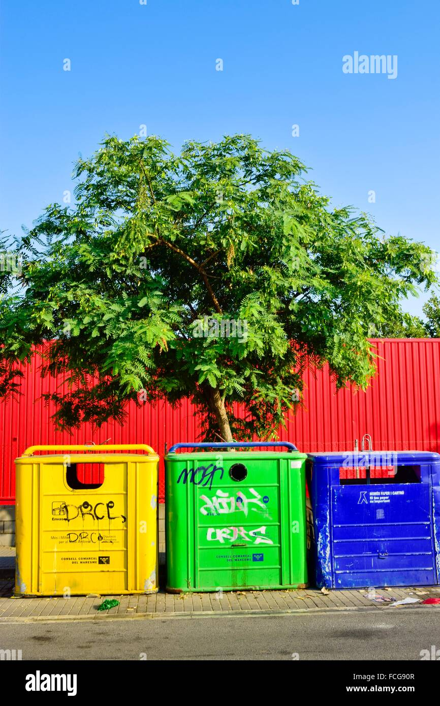Green Skip Container Rubbish Waste Stock Photos Amp Green