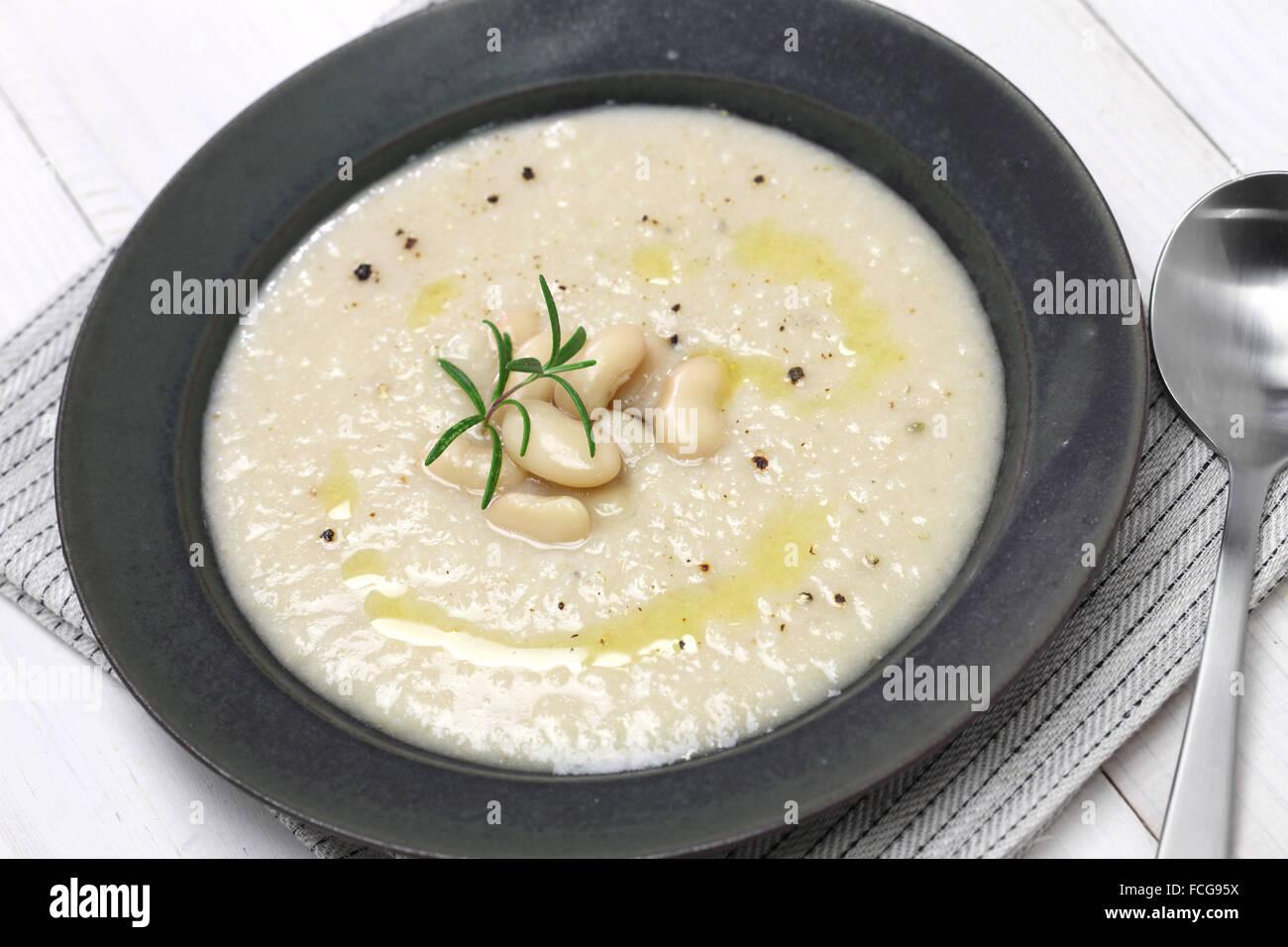 tuscan creamy cannellini bean soup, italian cuisine - Stock Image