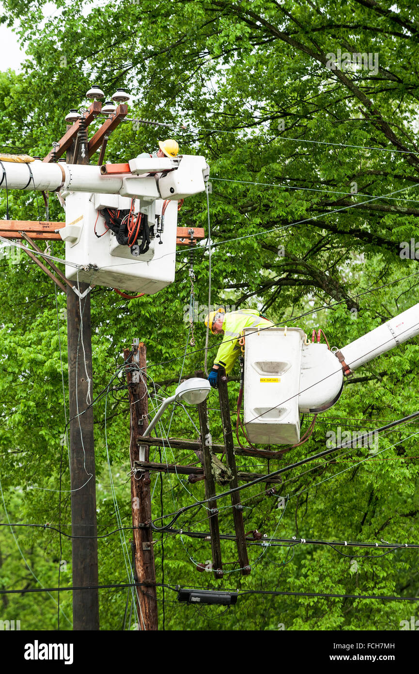 Workers replacing an electrical pole - Stock Image