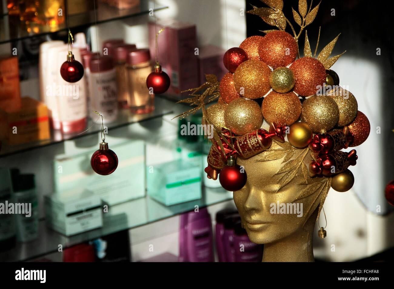 Christmas Beauty Salon.Beauty Salon At Balmes Street Mannequin S Head Decorated At
