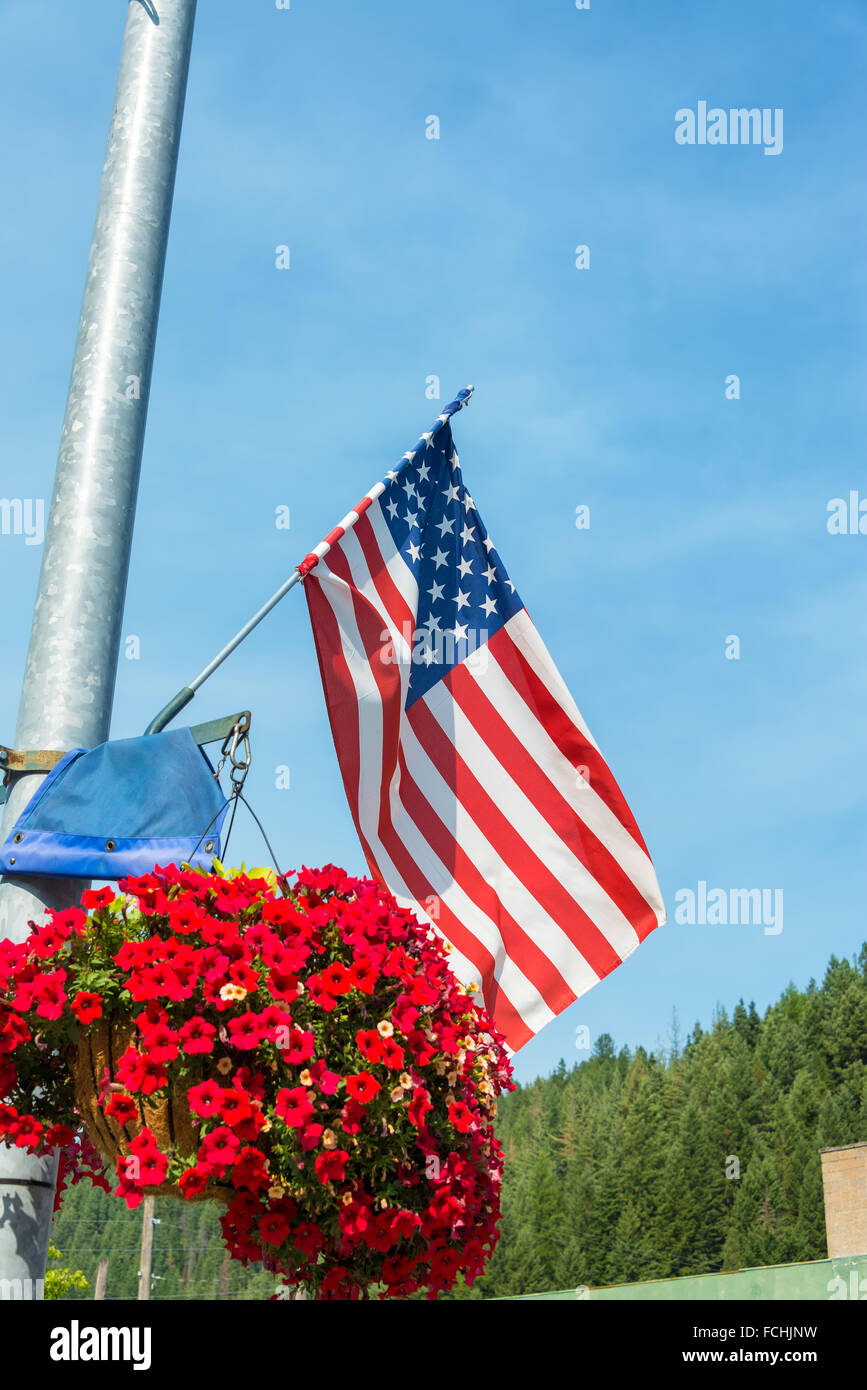 American flag with red flowers in Wallace, Idaho - Stock Image