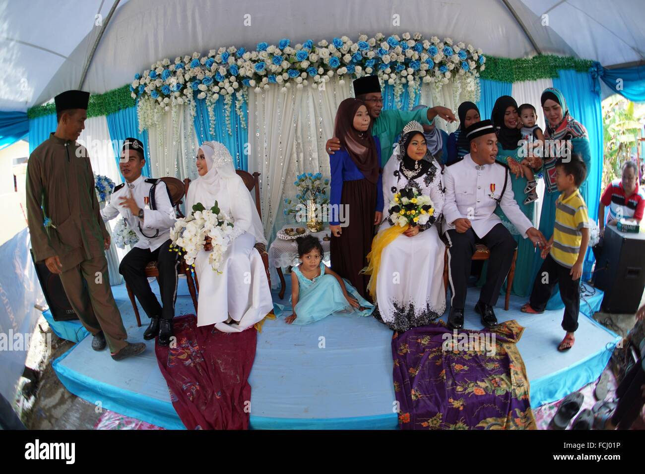 Two malay weddings among the cousins in kuching sarawak malaysia two malay weddings among the cousins in kuching sarawak malaysia junglespirit Image collections