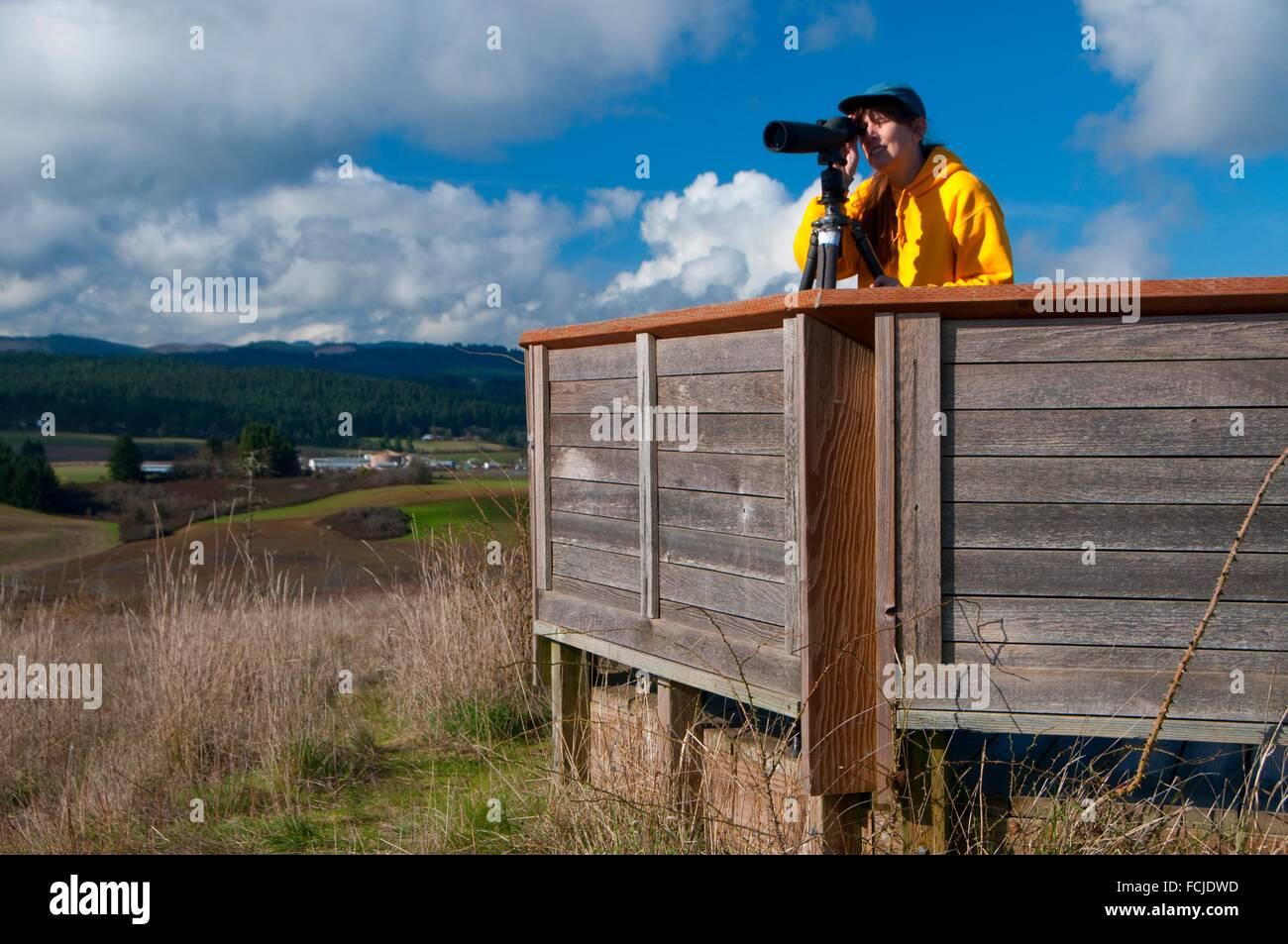 Birding with spotting scope on Baskett Butte, Baskett Slough National Wildlife Refuge, Oregon. - Stock Image