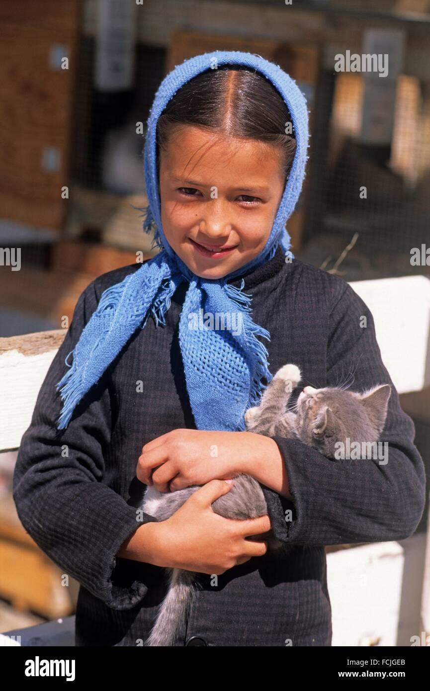 Amish little girl, Lancaster County, Pennsylvania, United States, North America. Stock Photo
