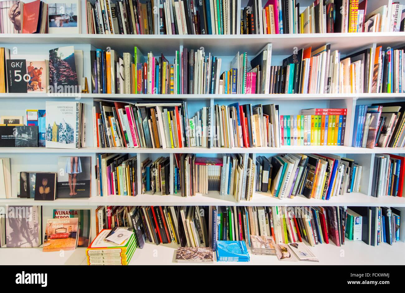 New York, USA. Bookcase and shelves with Dutch books inside the Dutch Consulate General, Manhattan. - Stock Image