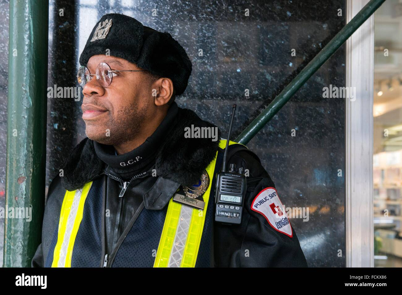 New York, USA. African American security guard on the lookout at Grand Central Station. - Stock Image