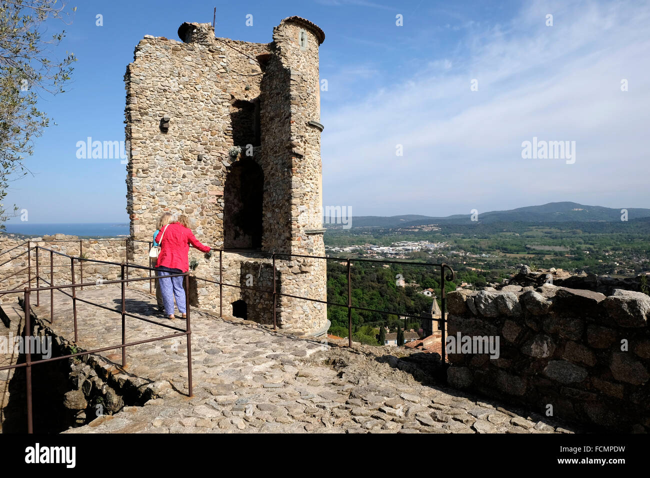 Part of the ruined castle at Grimaud, South of France. - Stock Image