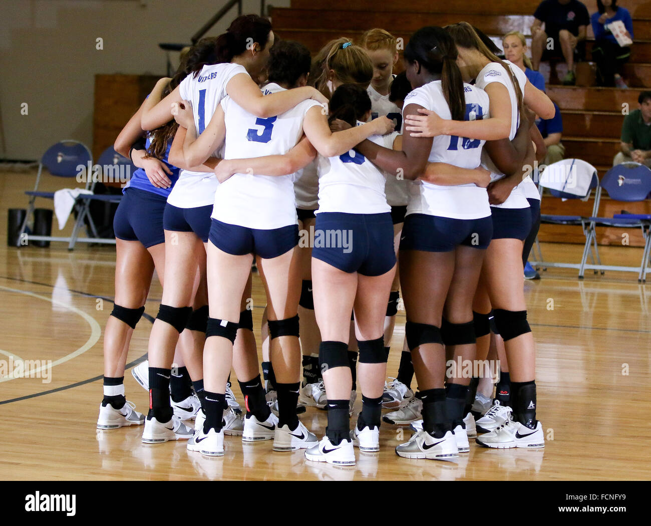 New Orleans Louisiana, USA. 7th Oct, 2014. UNO players huddle during the Volleyball match between the University Stock Photo