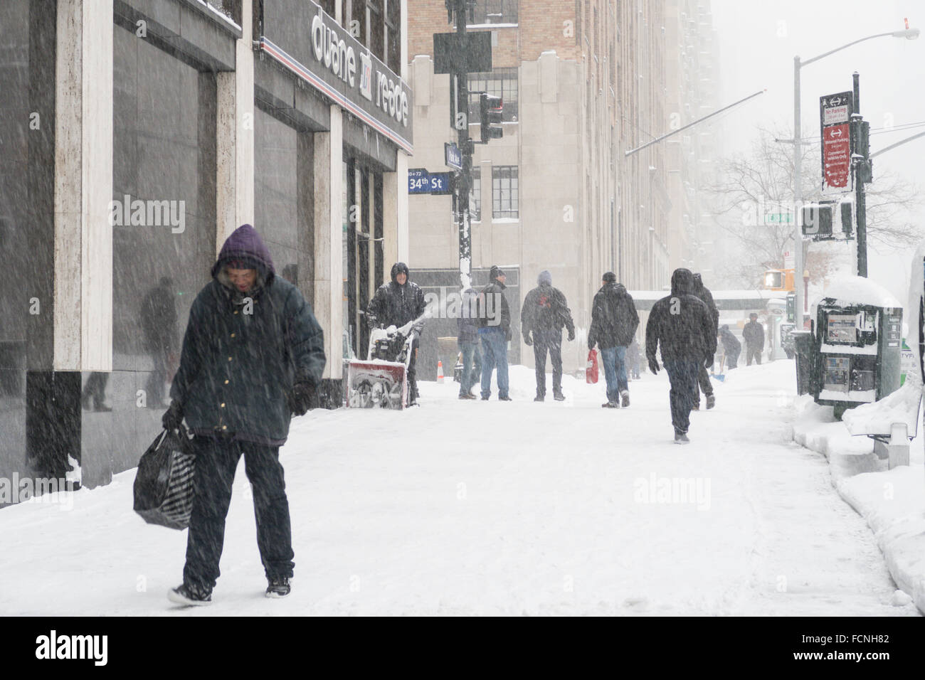 New York City, USA. 23 January 2016. Blizzard shuts down NYC. Streets and sidewalks are nearly impassable. Credit: Stock Photo