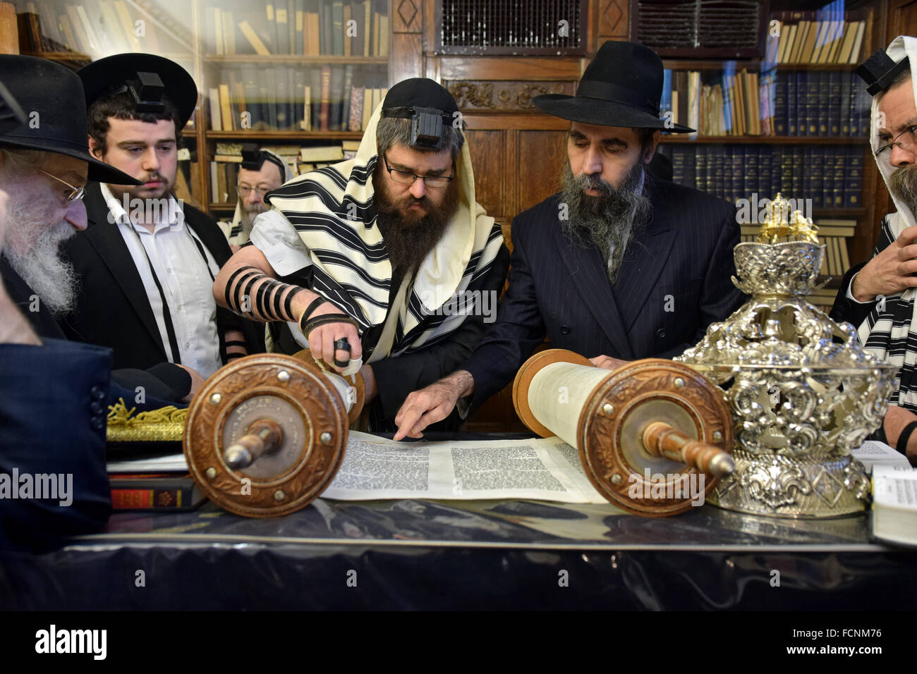 A religious Jewish man perpares to recite a blessing before a Torah reading in Crown Heights, Brooklyn, New York - Stock Image