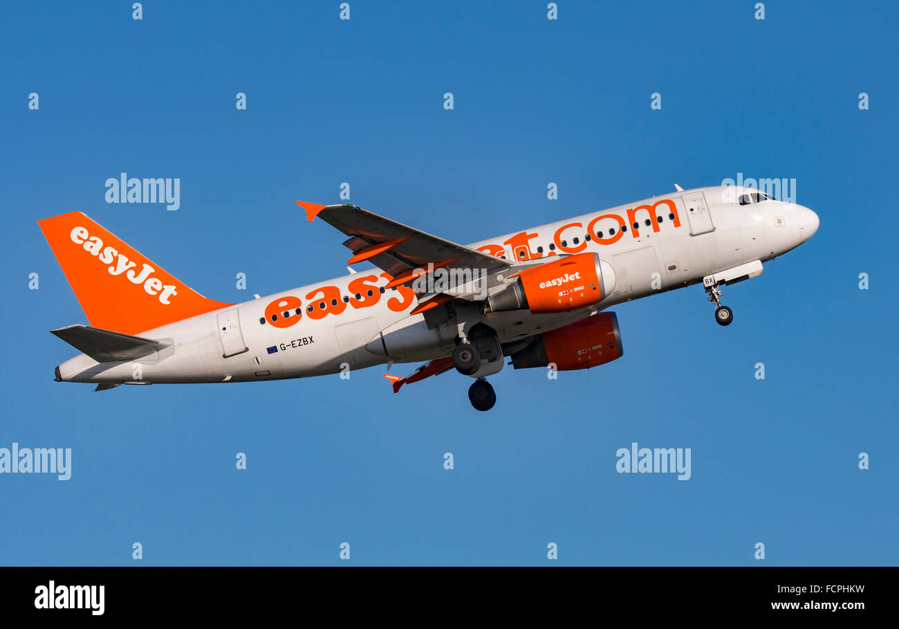 Easyjet A319 practice circuits at Newquay Airport - Stock Image