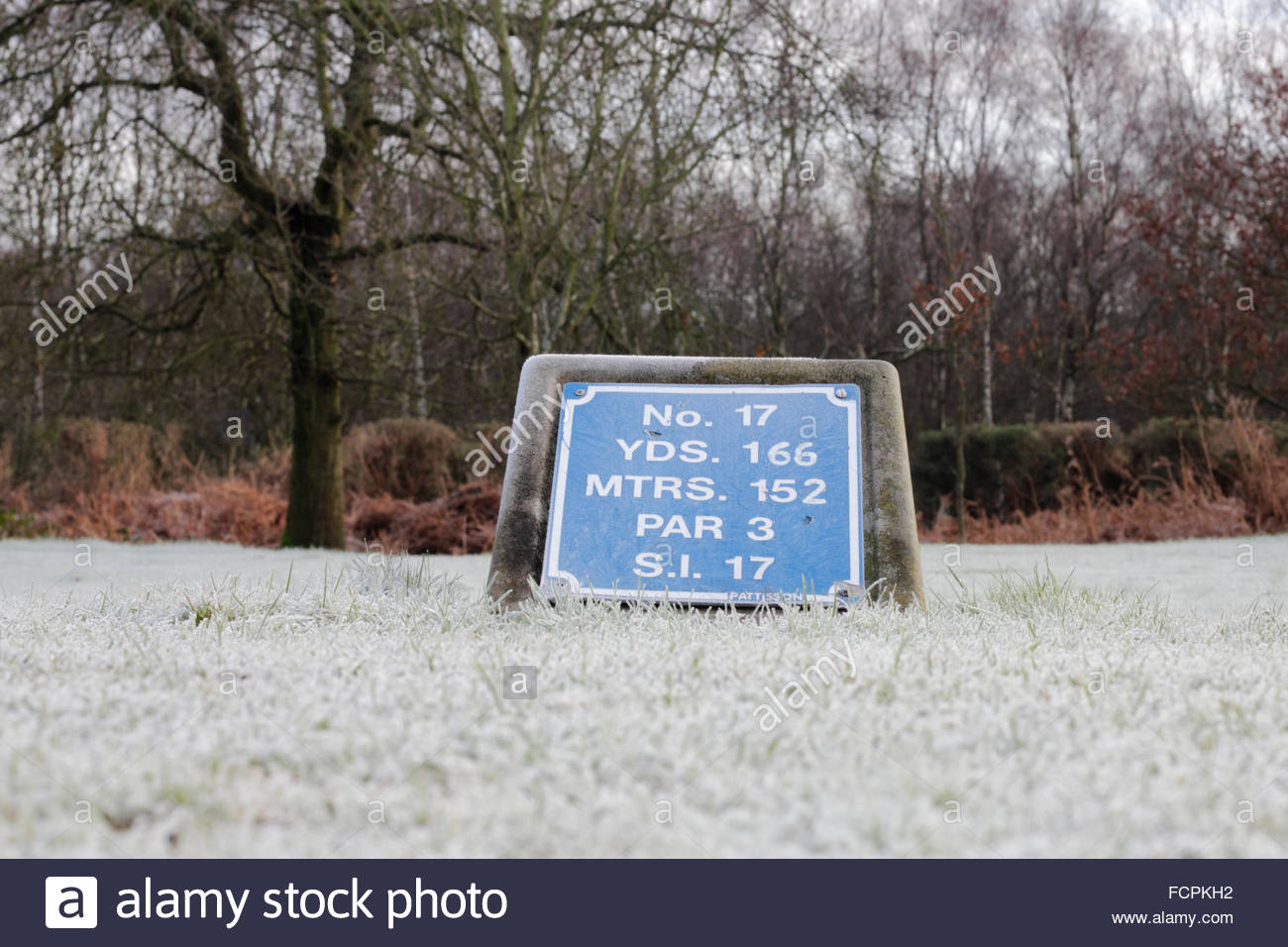 Frost Covered Golf Course Tee Marker, Sutton Coldfield Golf Club, UK. - Stock Image