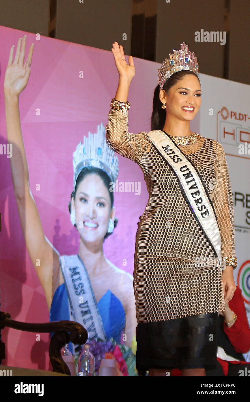 Quezon City, Philippines.  24th January, 2016. Miss Universe 2015 Pia Alonzo Wurtzbach from the Philippines waves - Stock Image