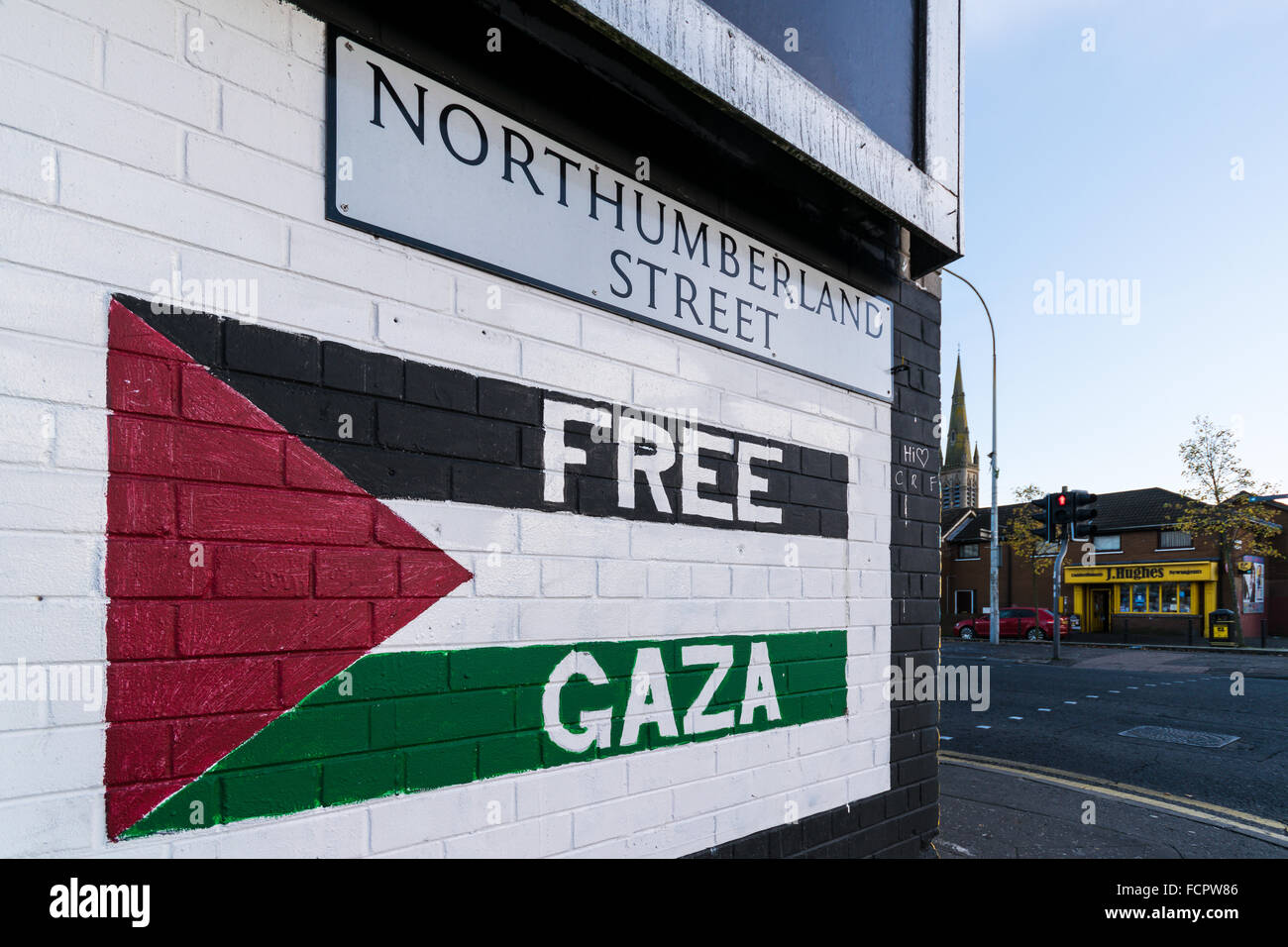 Free Gaza mural painted at corner of Northumberland Street in West Belfast. - Stock Image