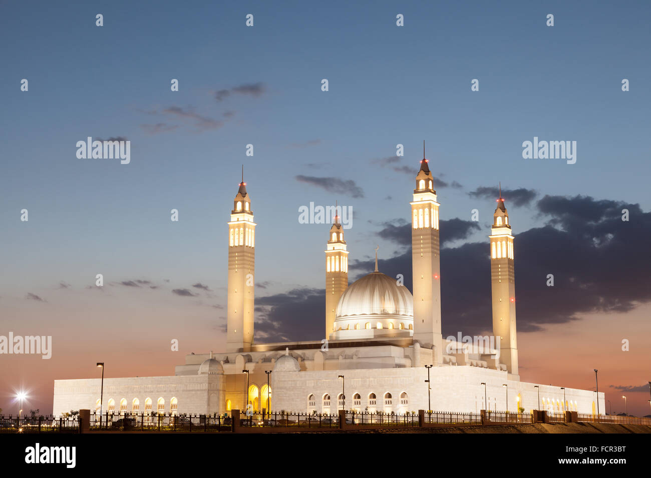 Grand mosque in Nizwa illuminated at night. Sultanate of Oman, Middle East - Stock Image