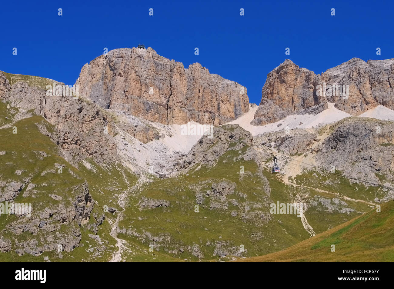 Sella Gruppe in den Dolomiten Seilbahn - Sella group in Dolomites, the ropeway Stock Photo