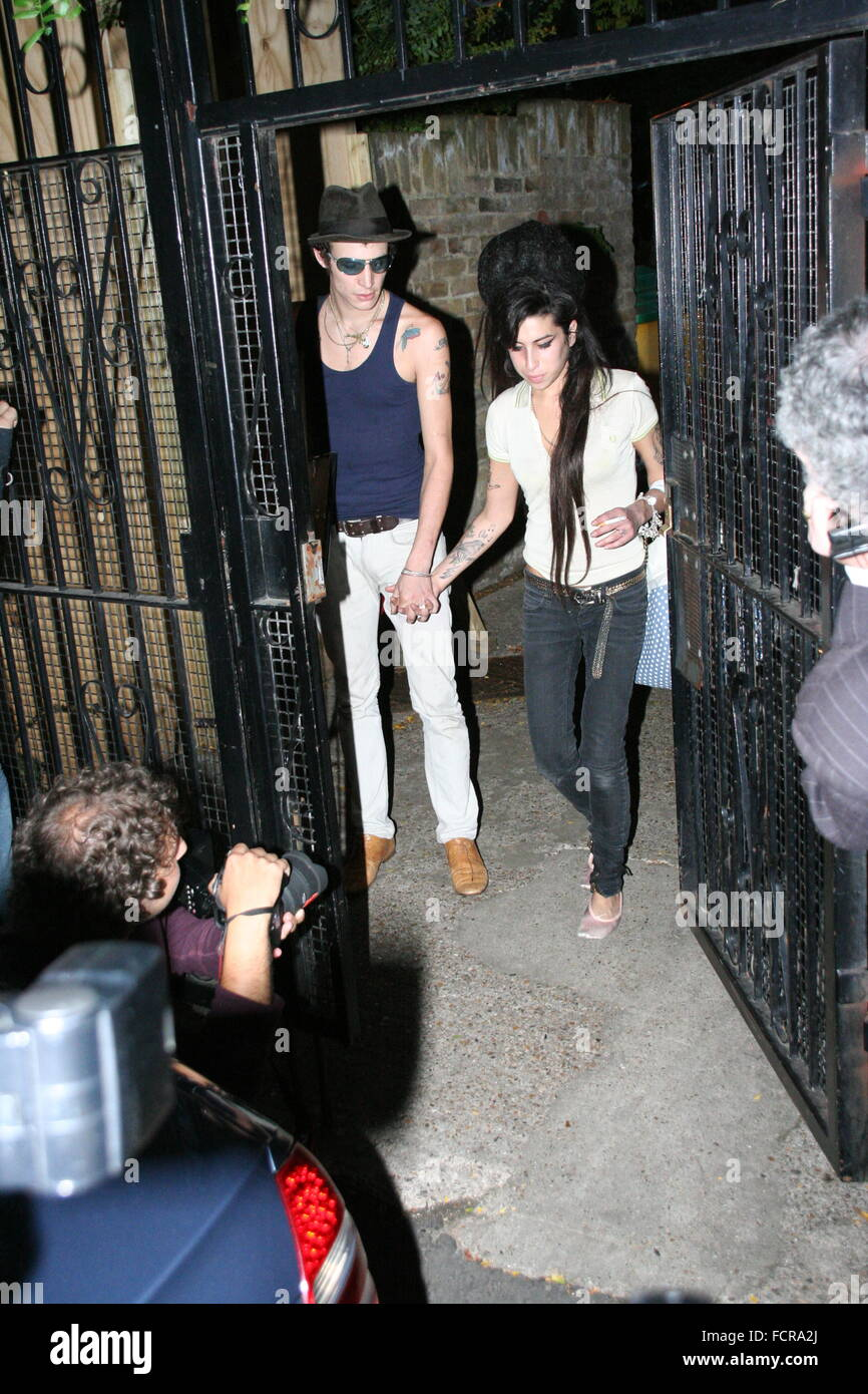 Camden, UK. 16th Aug, 2007. Blake Fielder-Civil and Amy Winehouse leave their home in Camden. - Stock Image