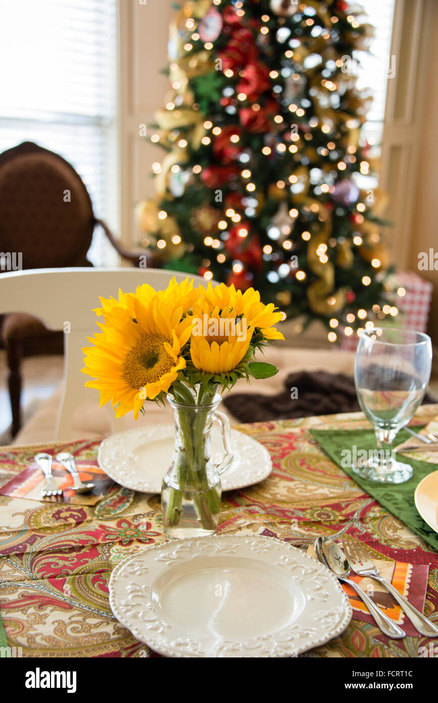 Table laid for Christmas brunch - Stock Image