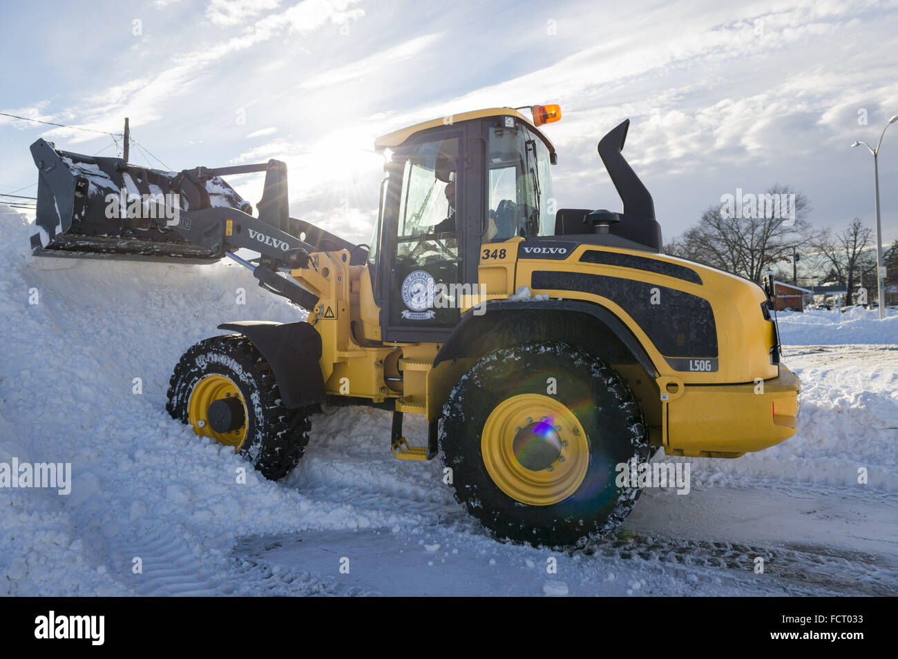 Merrick, New York, USA. 24th Jan, 2016. After Nor'easter drops more than two feet of snow on south shore of - Stock Image
