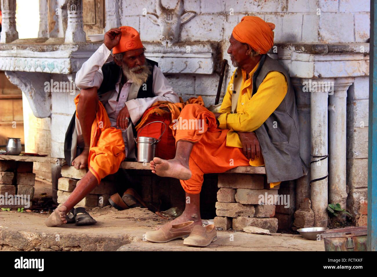 Two sadhus, Pushkar, Rajasthan, India - Stock Image