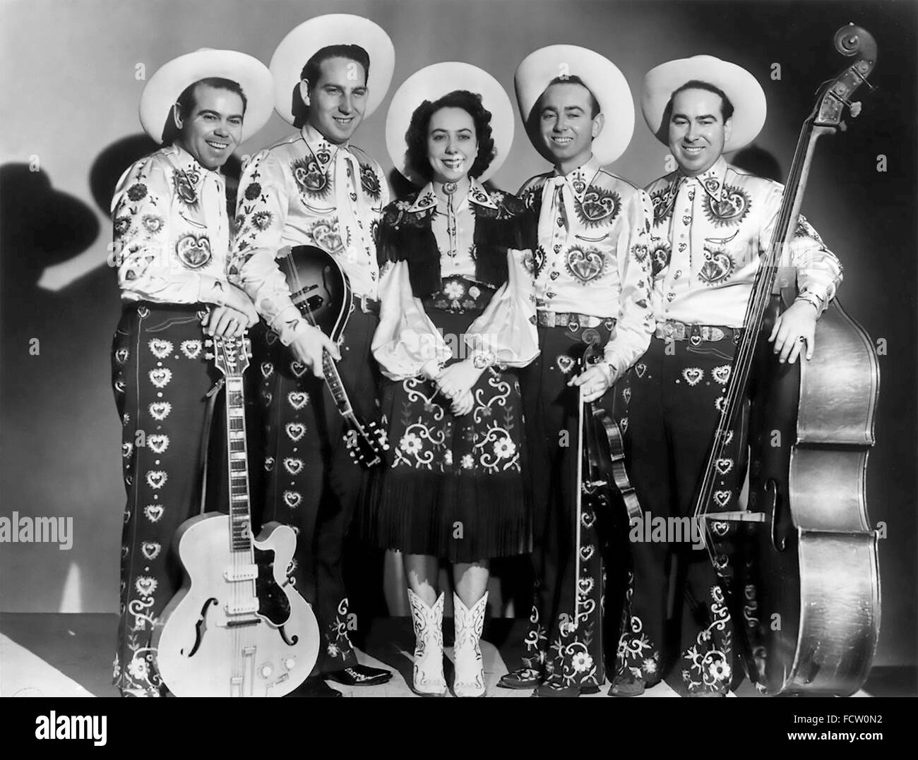 ROSE MADDOX (1925-1998) US Country and rockabilly musician with her group the Maddox Brothers. From left: Cal Maddox, - Stock Image