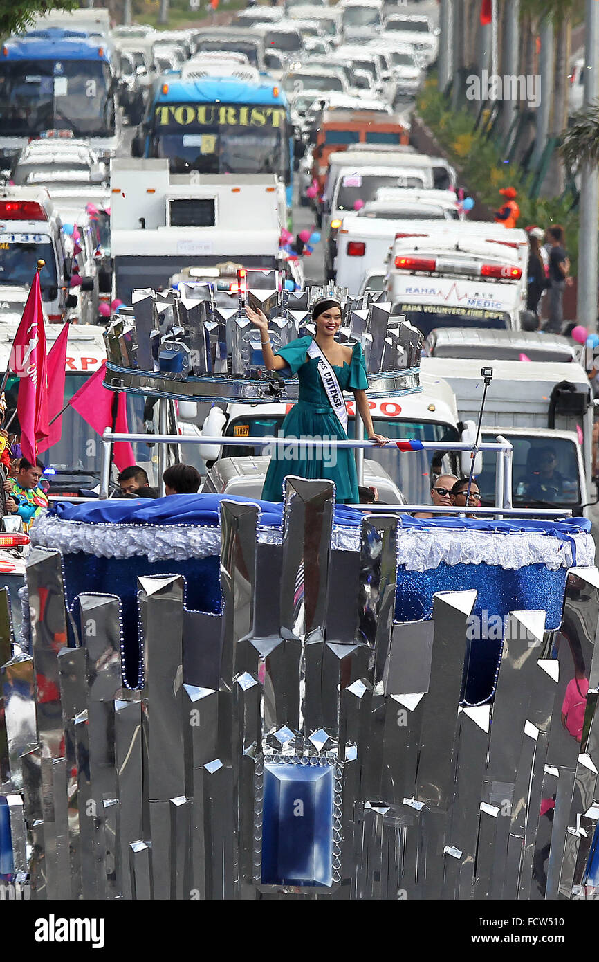 Manila, Philippines. 25th Jan, 2016. Miss Universe 2015 Pia Alonzo Wurtzbach of the Philippines waves during her - Stock Image