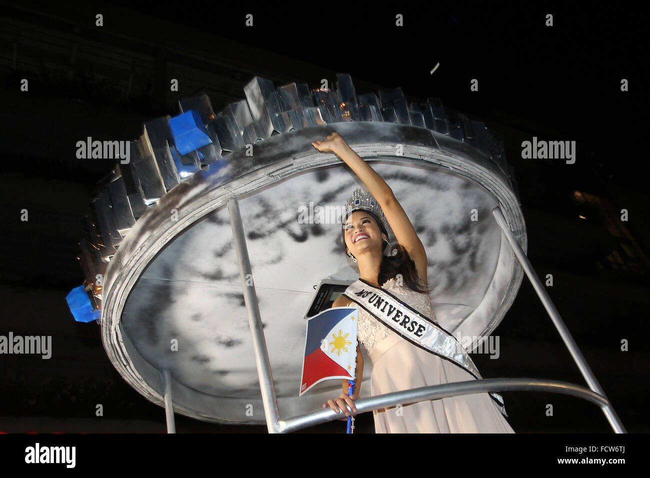 Quezon City, Philippines. 25th Jan, 2016. Miss Universe 2015 Pia Alonzo Wurtzbach of the Philippines waves during - Stock Image