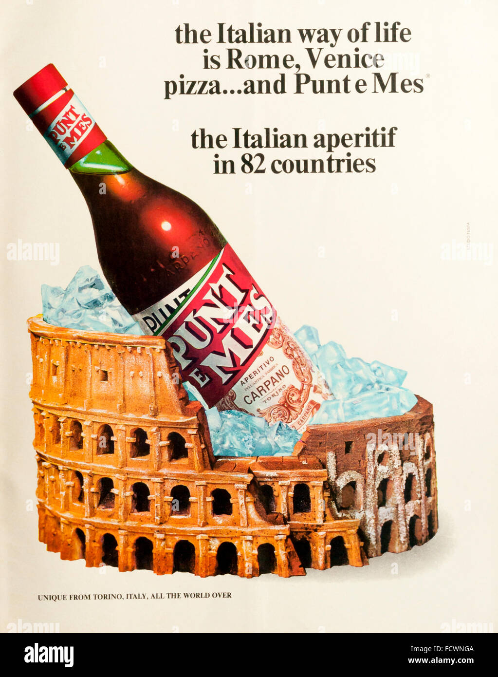 1970s magazine advertisement advertising Punt e Mes, an Italian vermouth. - Stock Image