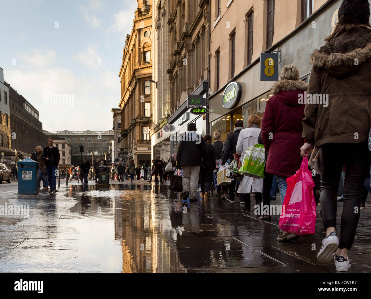 glasgow buchanan street busy stock photos  u0026 glasgow