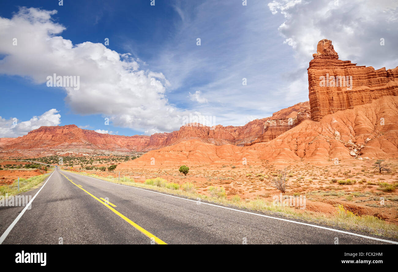 Photo of a scenic desert road in Utah, USA. - Stock Image