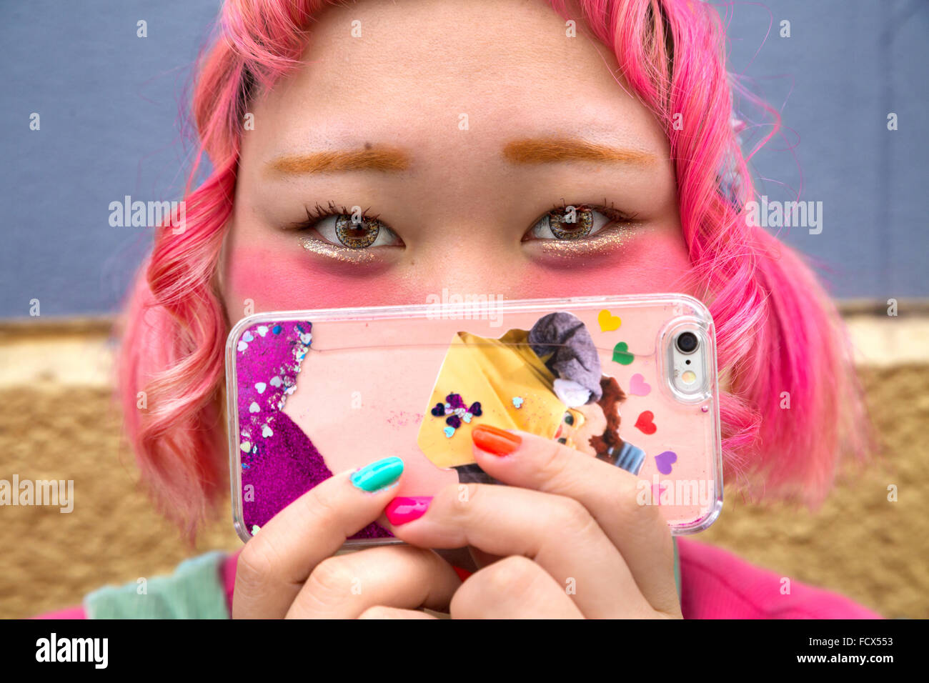 Japanese girl with mobile phone (kawaii fashion trend)  in Tokyo - Stock Image