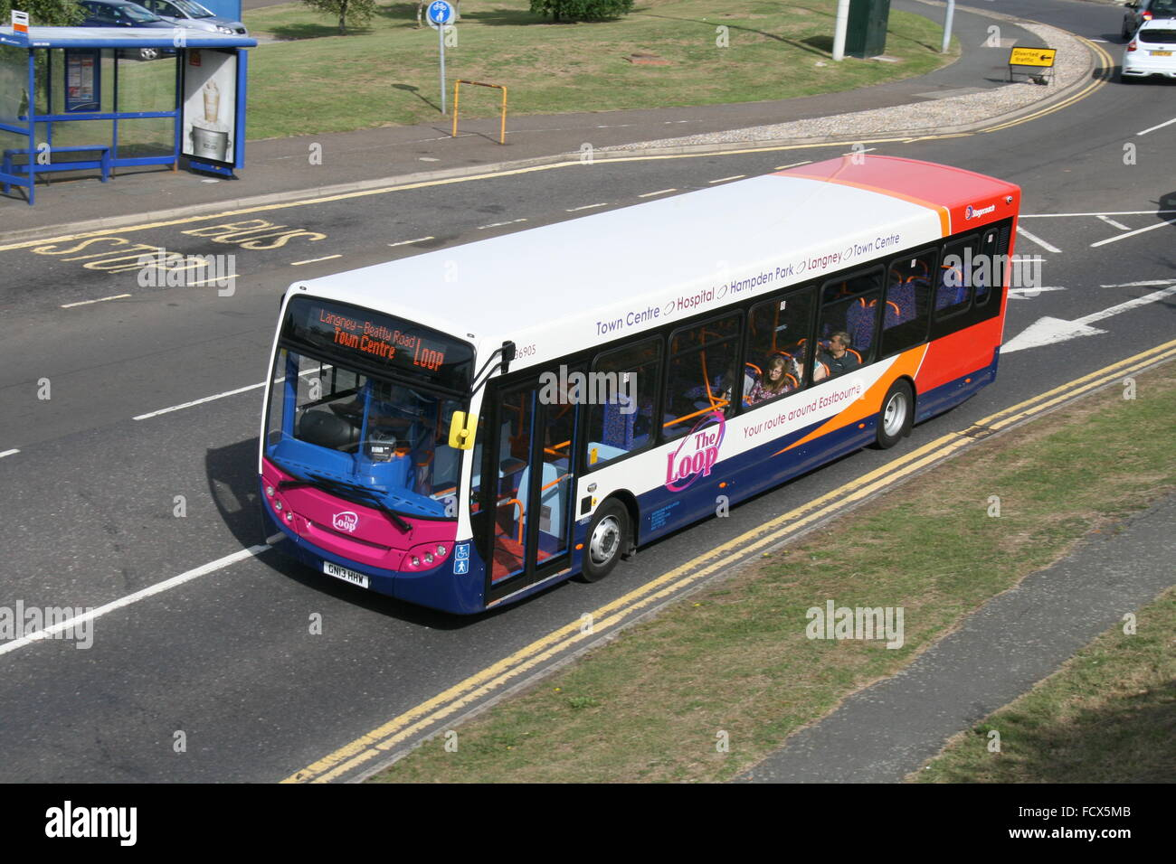 A FRONT NEARSIDE VIEW FROM ABOVE ON A BRIDGE OF ADL ALEXANDER DENNIS ENVIRO BUS OF STAGECOACH - Stock Image