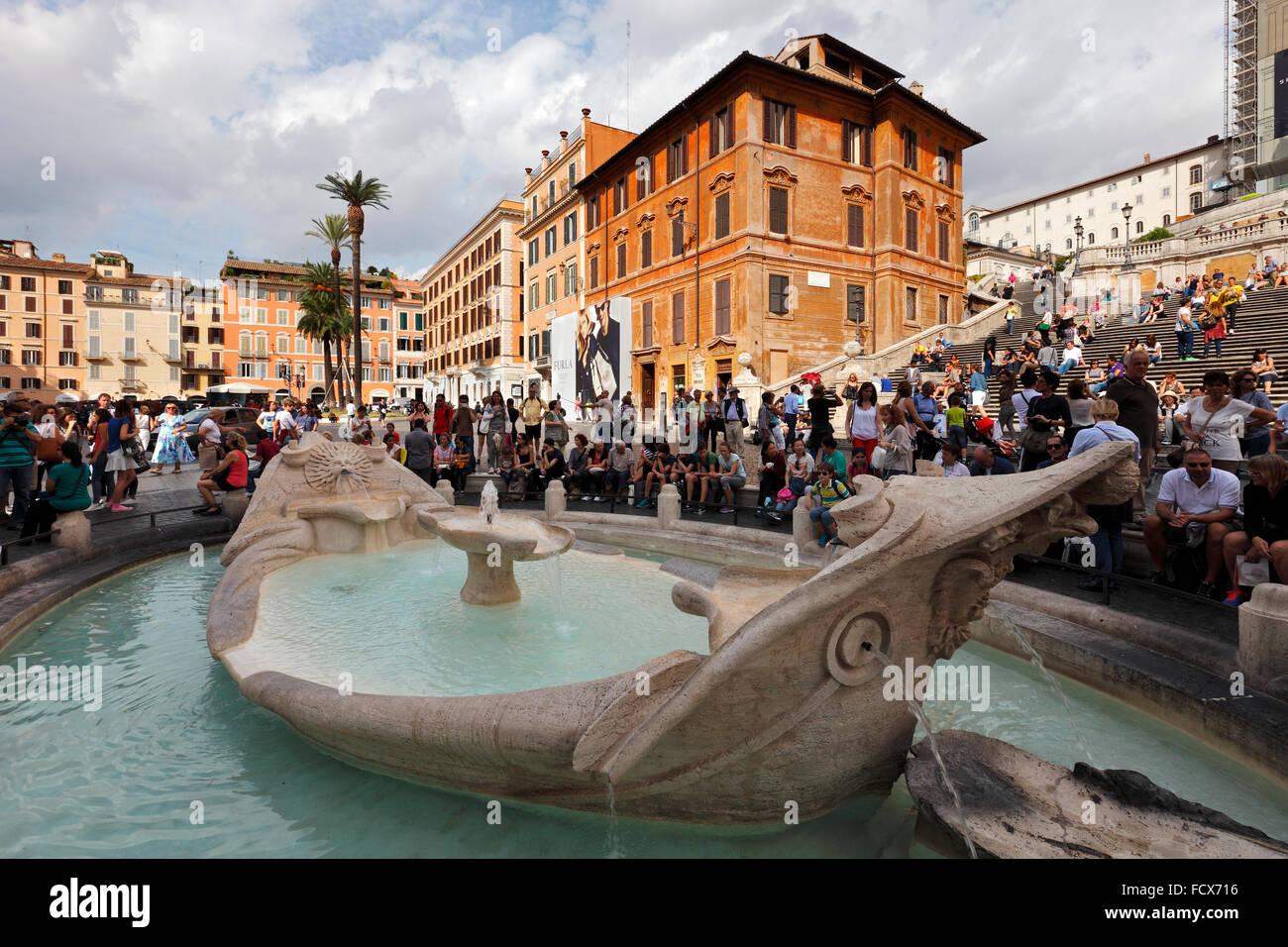 Rome - The Spanish Steps (Scalinata di Trinità dei Monti) at the Piazza di Spagna and the Fontana della Barcaccia Stock Photo