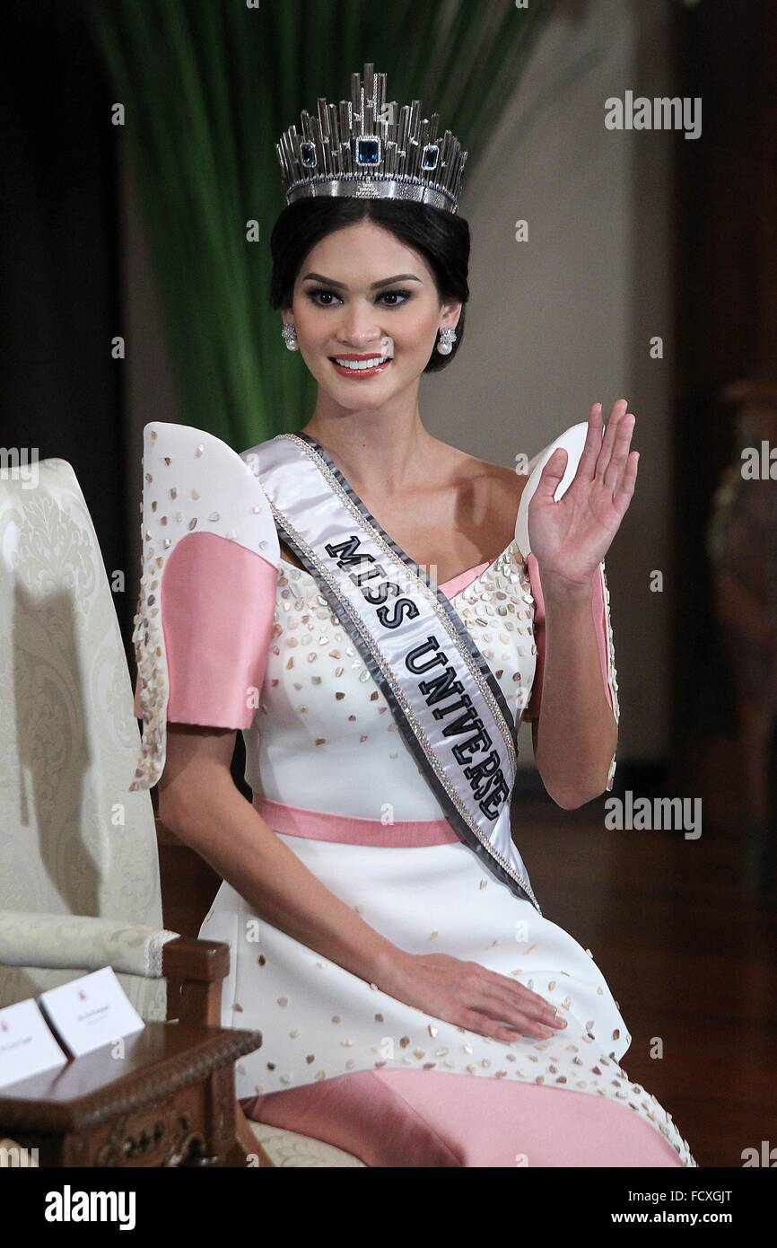 Manila, Philippines. 26th Jan, 2016. Miss Universe 2015 Pia Alonzo Wurtzbach of the Philippines waves during her - Stock Image