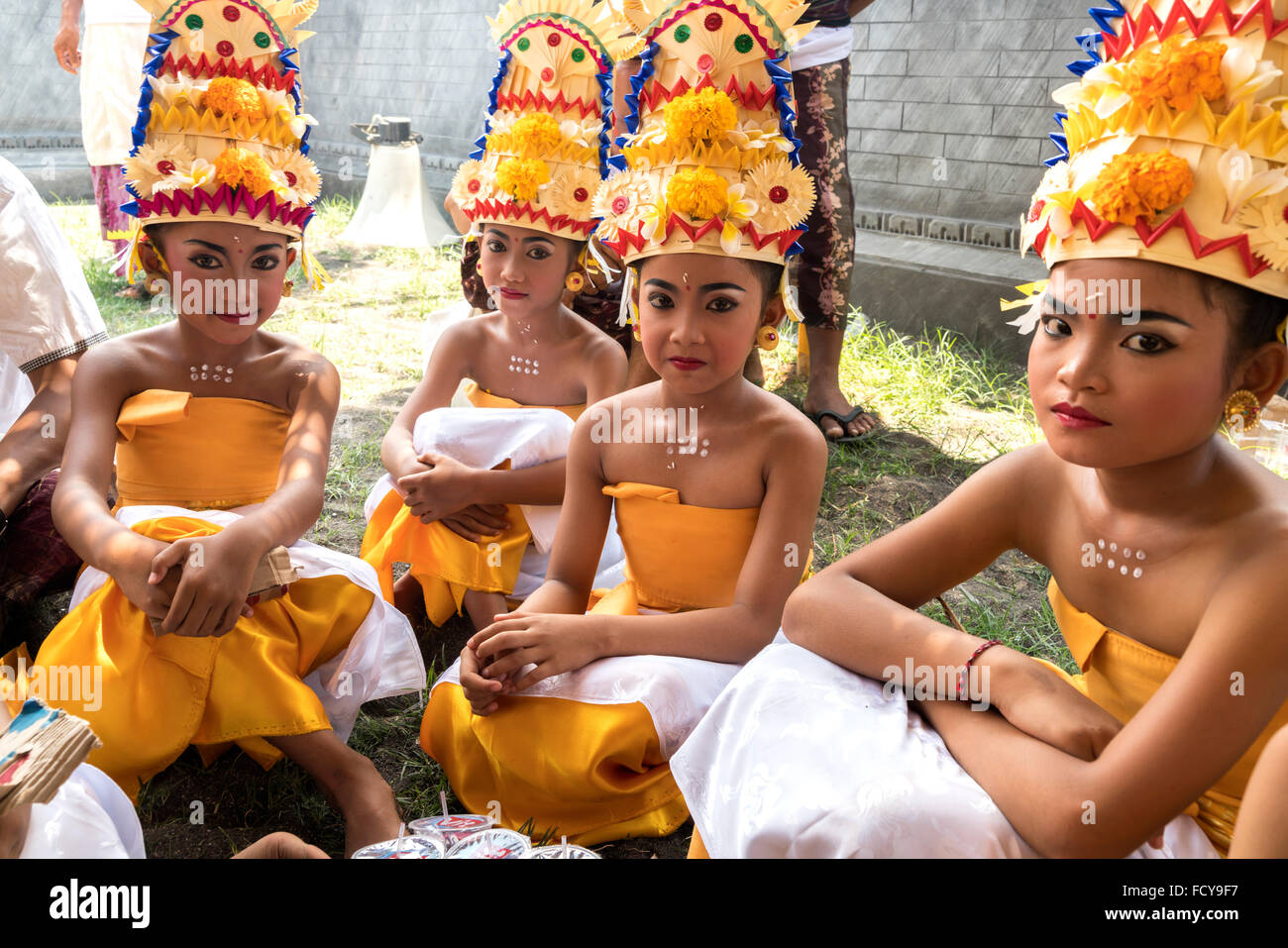 young Bali dancer waiting or their perfomance during a temple ceremony in Lovina Bali, Indonesia - Stock Image