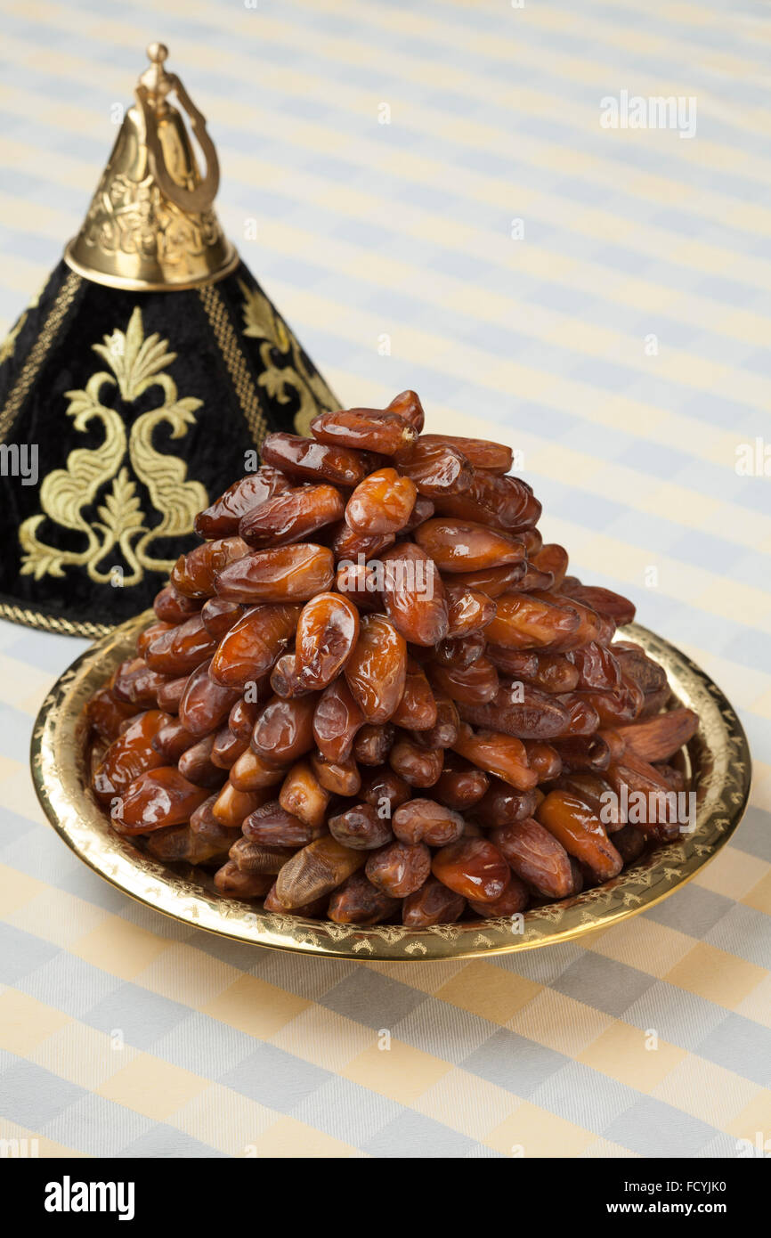 Decoration tajine with dates for ramadan - Stock Image
