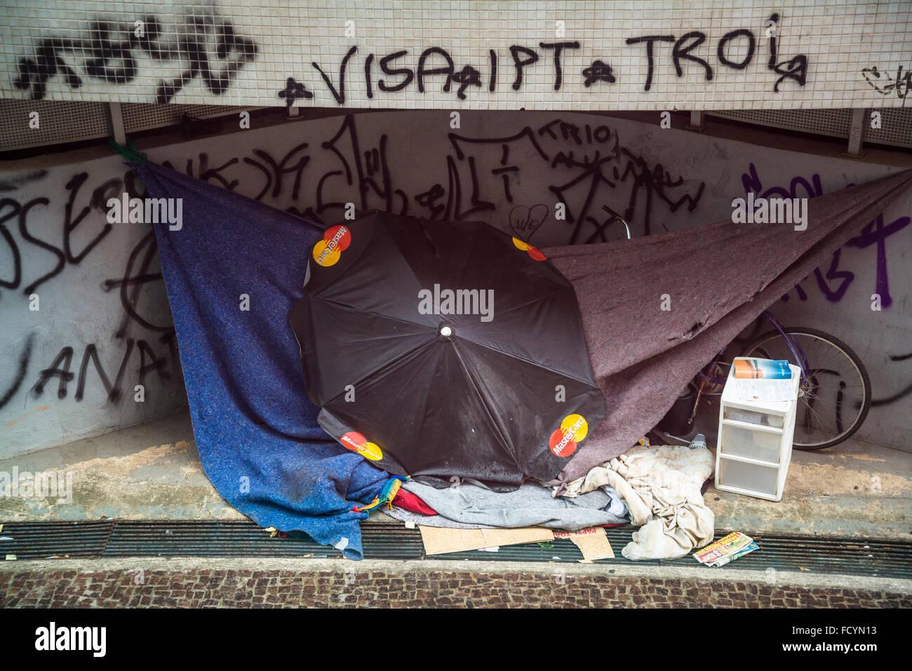 Homelessness, Praça da Liberdade, Freedom Square, Belo Horizonte, Minas Gerais, Brazil - Stock Image